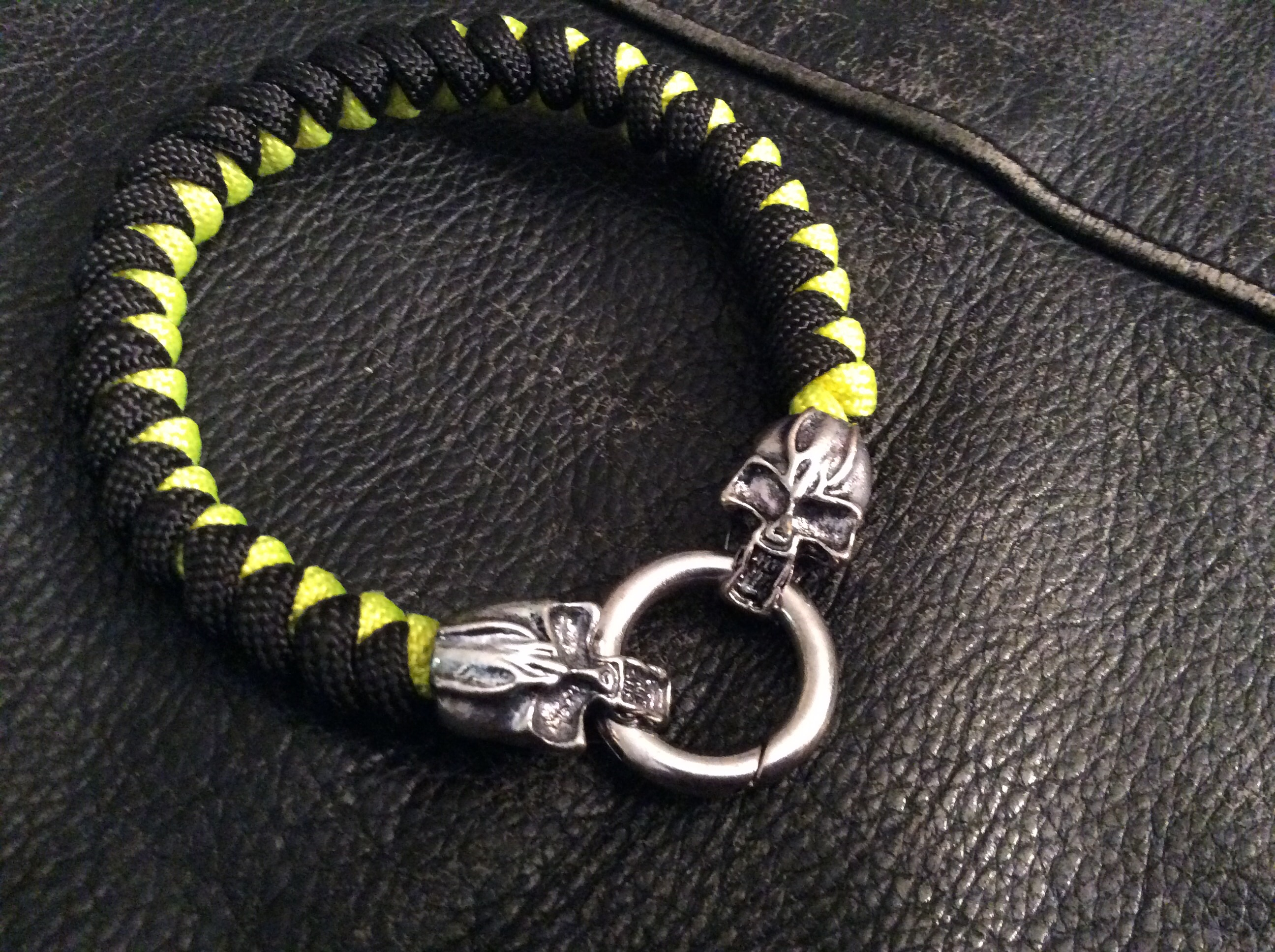 Black an Yellow Paracord Bracelet with Skull Clasp