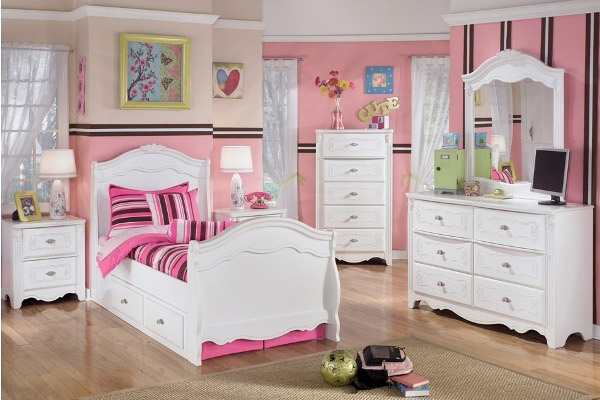 Signature Design By Ashley Exquisite Sleigh Bedroom Set